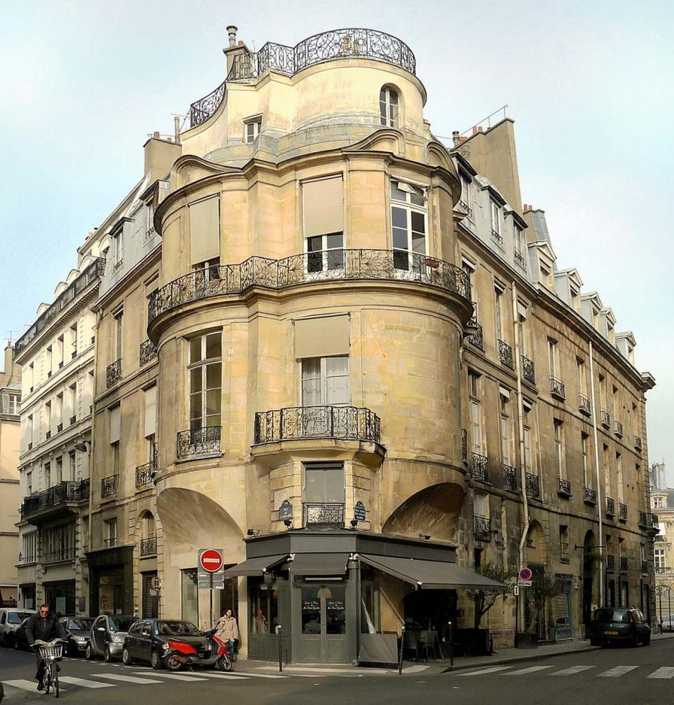 L'hôtel Portalis, au croisement des rues Croix-des-Petits-Champs et La Vrillière (2e)